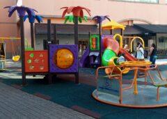 Inclusão: Espaço Multiuso na Barra conta com brinquedos inclusivos para crianças com cadeiras de rodas