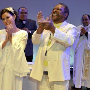 Martinho da Vila e Cléo Ferreira completam bodas de prata e renovam os votos do matrimônio