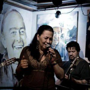 Claudinha Telles canta o Bom da Bossa na Tijuca