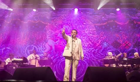 """Zeca Pagodinho retorna de seu """"tour"""" pela Europa, acompanhado da banda Muleke"""