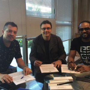 Xande de Pilares renova com a Universal Music Brasil