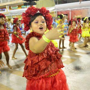 Herdeiros da Vila encerram na noite de desfiles das escolas mirins na Marques de Sapucaí
