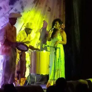 Flávia Saoli fez show Obrigado Marrom, em homenagem a Alcione