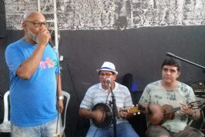 Sambista Mauro Diniz reúne amigos, fãs e familiares para comemorar seu aniversário