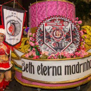 Desfiles gigantes do Cacique de Ramos em 2020, com a homenagem a Eterna Madrinha, Beth Carvalho