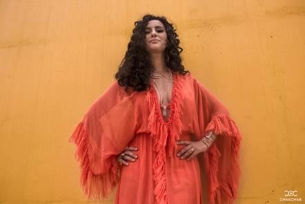 Aline Calixto celebra dez anos de carreira com lançamento de DVD e álbum digital